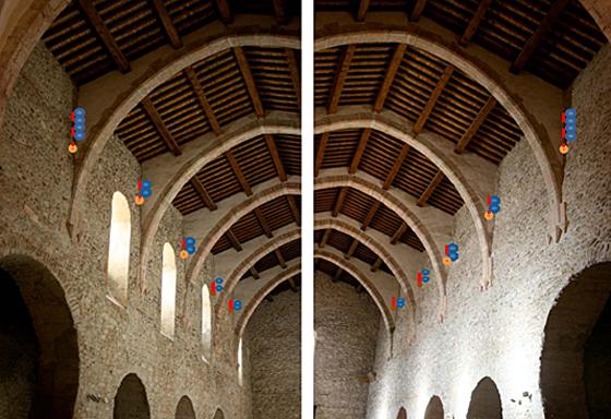 Principe de pose des projecteurs dans l'abbatiale, abbaye de Saint Michel de Cuxa, Prades, France – Photo : Agence Rossignol