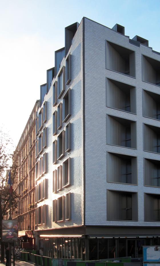 Angle des façades Est et Nord, logements sociaux, Paris, France - Fresh architectes