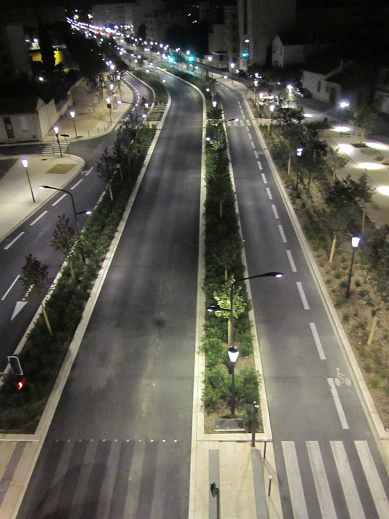 Transport-en-commun-en-site-propre,-axe-Nord-Sud,-Nimes,-France---Conception-lumière-et-photo-3-Cote-Lumiere-