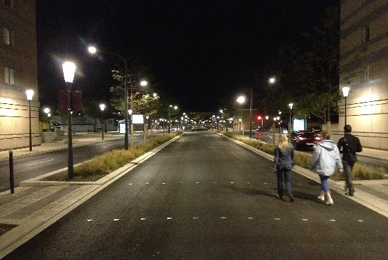 Transport-en-commun-en-site-propre,-axe-Nord-Sud,-Nimes,-France---Conception-lumière-et-photo-4-Cote-Lumiere