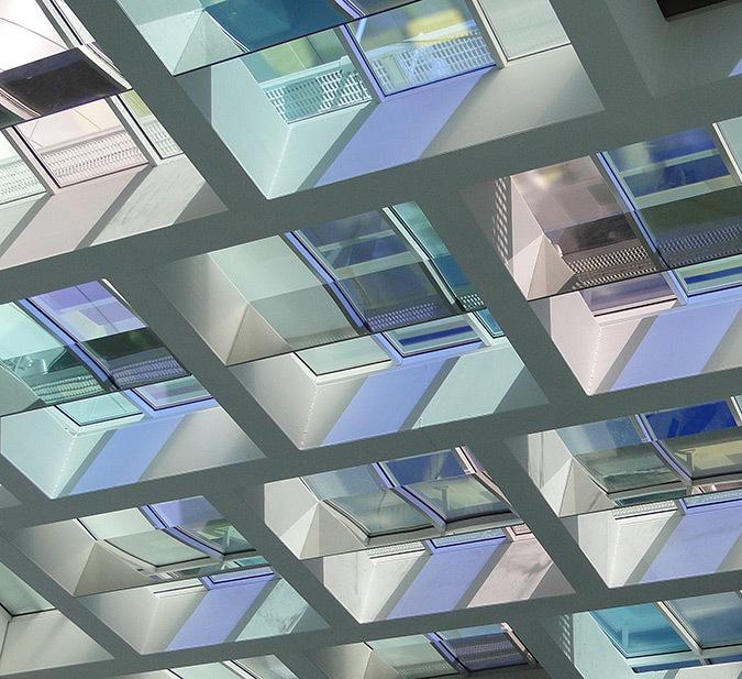 Système de panneaux miroirs verticaux, hall d'accueil, Tour Eqho, Paris La Défense, France - Hubert & Roy architectes et associés © Concepto, Roger Narboni